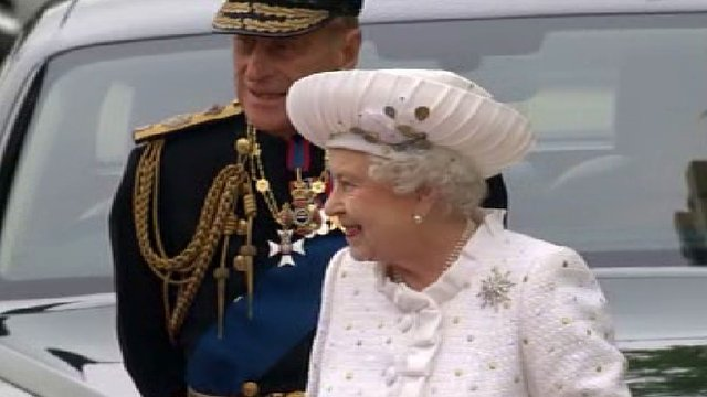 Queen arrives for pageant