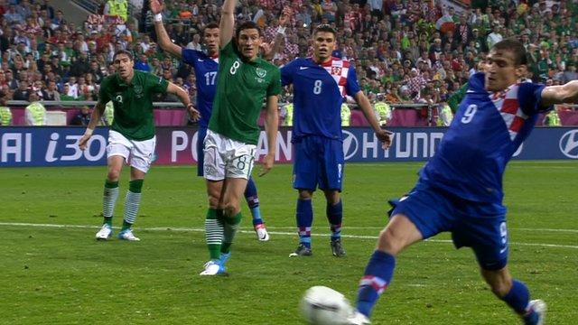 Nikica Jelavic chips home Croatia's second