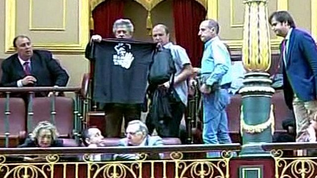 Miners protest in Spanish Parliament