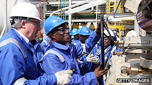 Ghanaian president Mills officially launches oil production