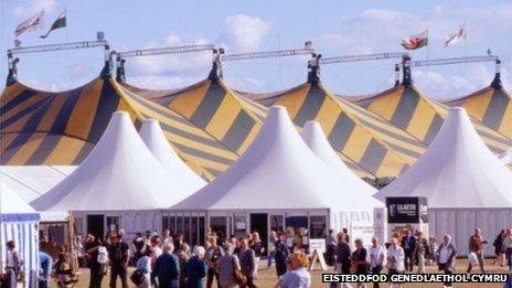 Maes yr Eisteddfod, Dinbych, 2001