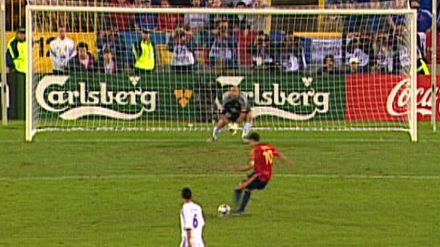 Raul misses his penalty against France
