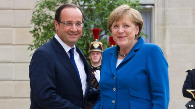 France's President Francois Hollande (L) welcomes Germany's Chancellor Angela Merkel in Paris on 27 June