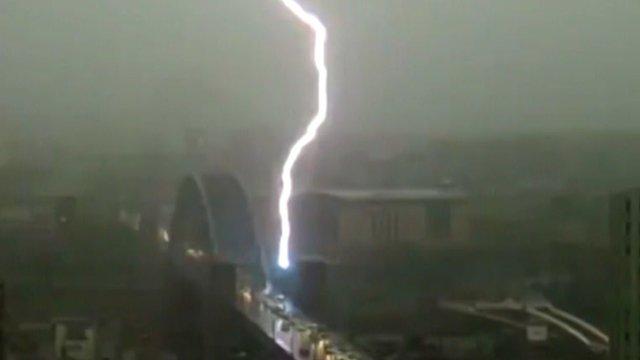 Lightning strikes the Tyne Bridge