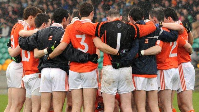 Armagh tam huddle