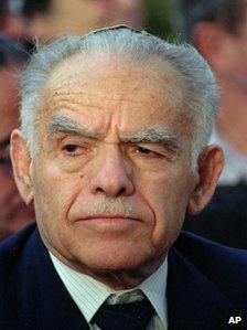 Obituary: former Israeli Prime Minister Yitzhak Shamir - BBC News