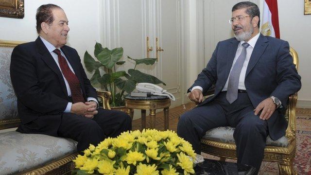 Prime Minister Kamal el-Ganzouri, left, meets President Mohammed Mursi