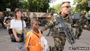 French forces evacuate foreigners in 2008