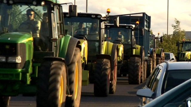 Farmers protest at milk prices