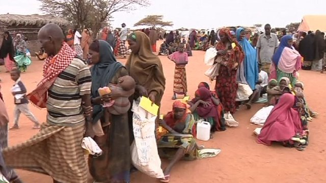 Families queue for food in Somalia