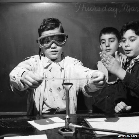 Children in a chemistry lesson in 1955