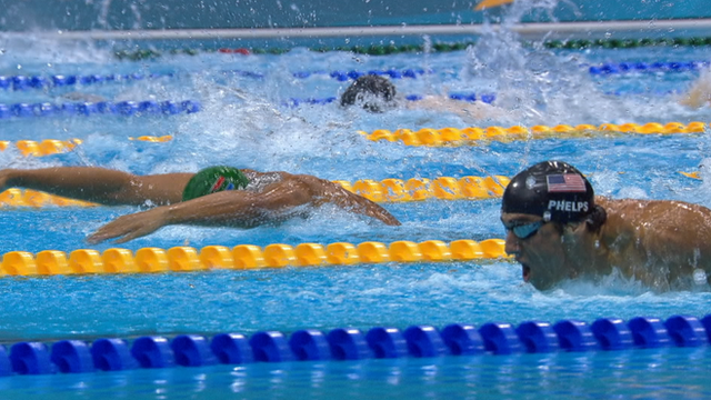 Chad le Clos beats Michael Phelps to 200m butterfly gold