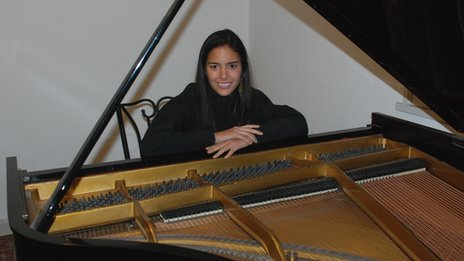 Mahani Teave, concert pianist from Easter Island