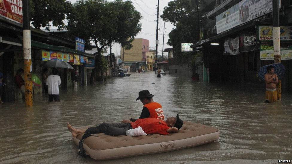 Bbc News In Pictures Flooding In Manila
