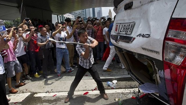 Japanese-branded police car smashed in Shenzhen. 19 Aug 2012