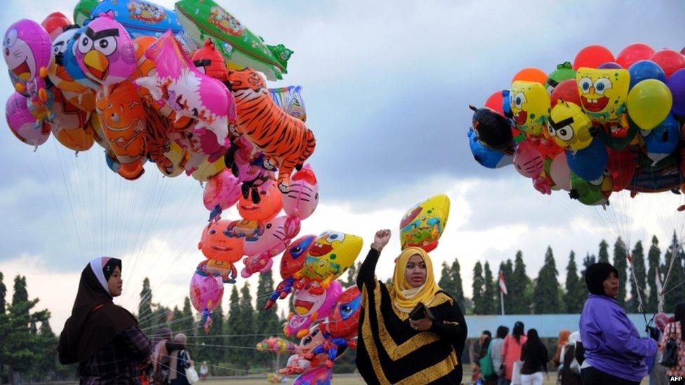 Good Indonesia Eid Al-Fitr Feast - _62379195_62379194  Snapshot_672717 .jpg