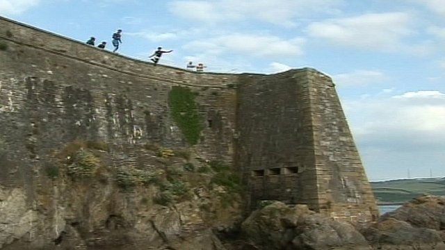 People tombstoning in Plymouth