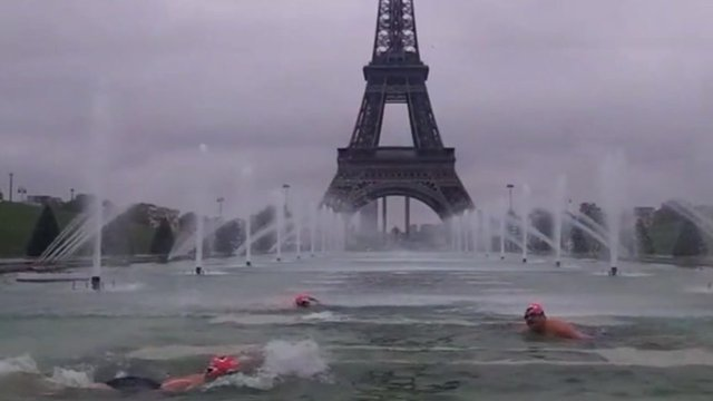 Wild swimmers in Paris
