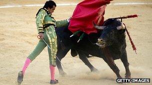 Spanish matador Leandro Marcos Vicente performs a pass during a bullfight at the Malagueta Bullring in Malaga, on 13 August, 2012