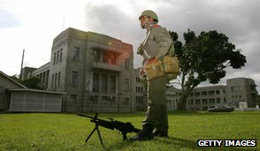 Soldier outside Fiji government buildings, December 2006