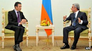 Nato Secretary-General Anders Fogh Rasmussen (L) and Armenian president Serzh Sarkisian (R).