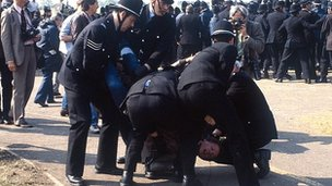 Police and striker at Orgreave