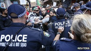 Protesters clash with police in Sydney, Australia (15 Sept 2012)