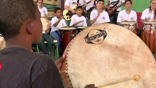 Children learn music in Brazil State School