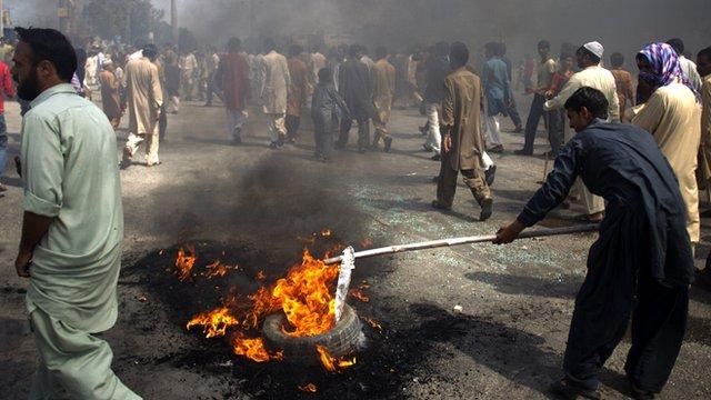 Protesters in Rawalpindi, Pakistan, on 21/9/12