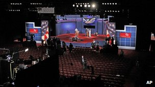 Organisers get ready for the first presidential debate in Denver, Colorado 2 October 2012
