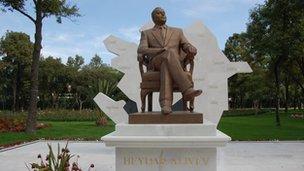 Heydar Aliyev's statue in Mexico City