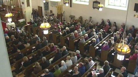 Eglwys San Pedr dan ei sang