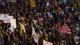 Crowd scene from Tel Aviv economic protest, August 2011.