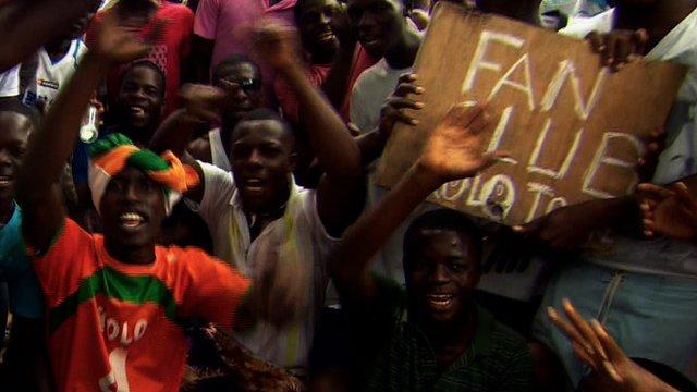 Fan's cheer Kolo Toure in Ivory Coast