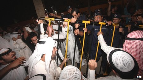 Opposition protesters clash with security forces in Kuwait City (15 October 2012)