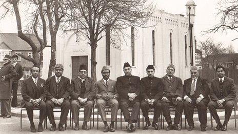 Men in front of Fazl Mosque