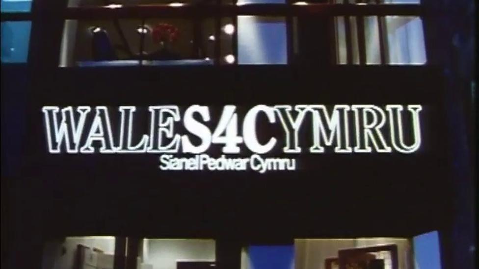Swyddfa S4C yng Nghlos Soffia ar y noson gyntaf, Tachwedd 1 1982