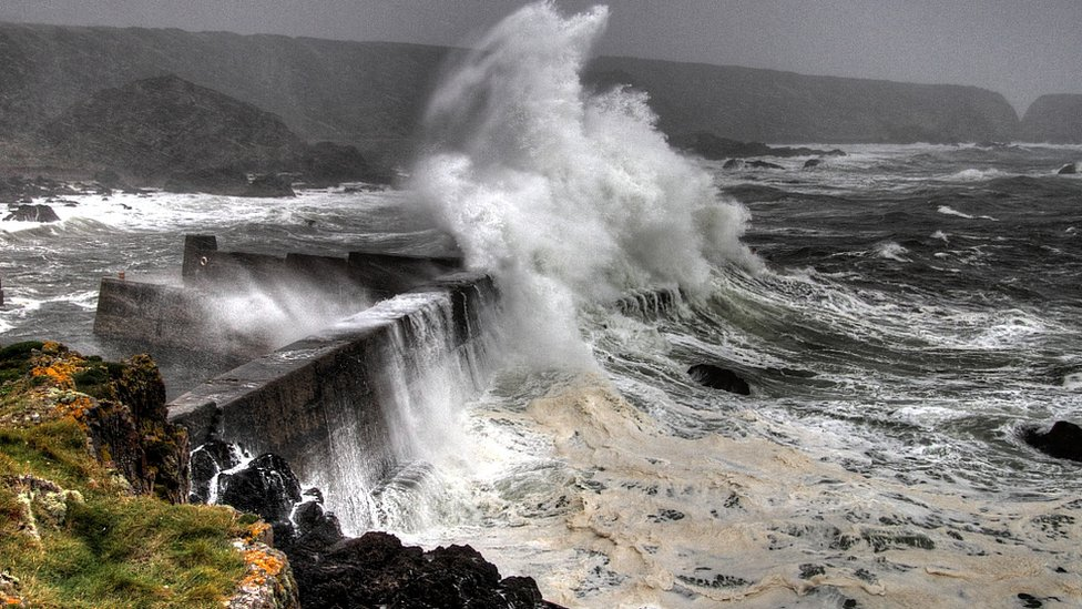 Waves in Portknockie harbour