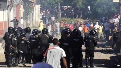 Photo courtesy of La Prensa newspaper shows demonstrators and riot police in La Paz Centro