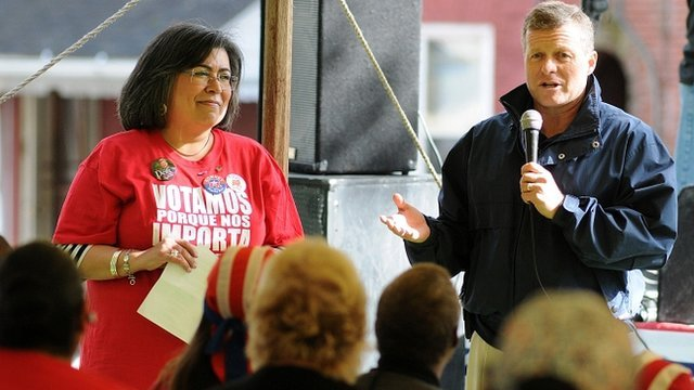 US Congressman Charlie Dent addresses Latino female voters