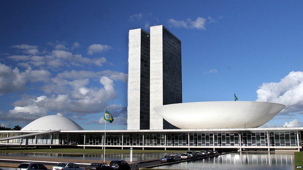 In Pictures 20266899 likewise Stock Photo Ciep Rio De Janeiro 1984 Architect Oscar Niemeyer 6001313 also Edif C3 ADcio Gustavo Capanema likewise Oscar Niemeyer also Impressions Of Sao Paulo. on oscar niemeyer concrete