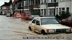 Flooding in Montagu Road in 2000