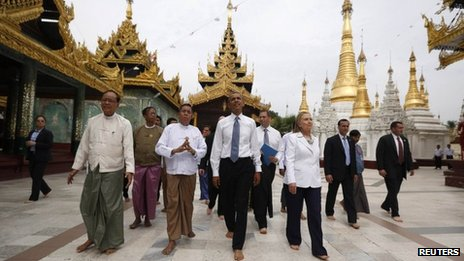US President Barack Obama and Secretary of State Hillary Clinton visit Shwedagon Pagoda in Rangoon on 19 November 2012
