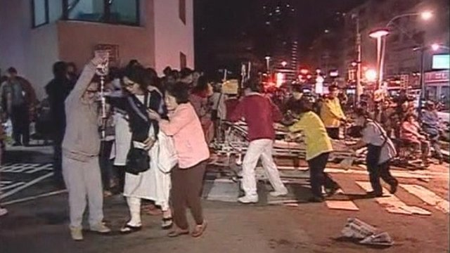 Patients are evacuated from the hospital in New Taipei