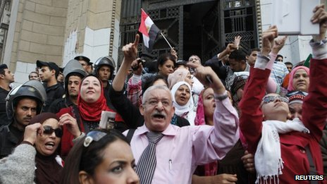 Anti-Mursi protesters chant slogans in front of the Supreme Judicial Council building in Cairo, 24 November 2012