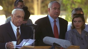 Ariel Sharon, Benjamin and Sara Netanyahu at a ceremony for the Altalena
