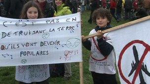 Anti- Nantes-airport protesters