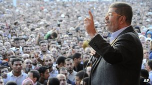Egyptian President Mohammed Morsi speaks to supporters outside the presidential palace in Cairo