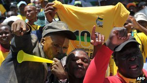 ANC supporters at a rally in Bloemfontein, South Africa (8 January 2012)
