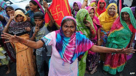 Pakistani Hindus protest the demolishment of a Hindu temple in Karachi on December 2, 2012